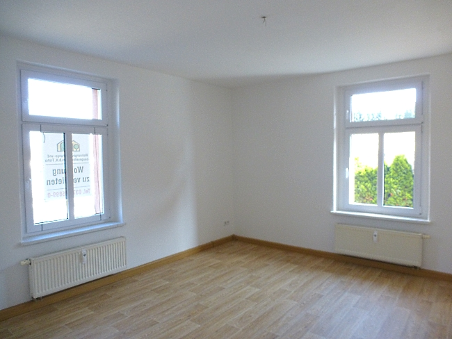 großes Wohnzimmer mit Erker