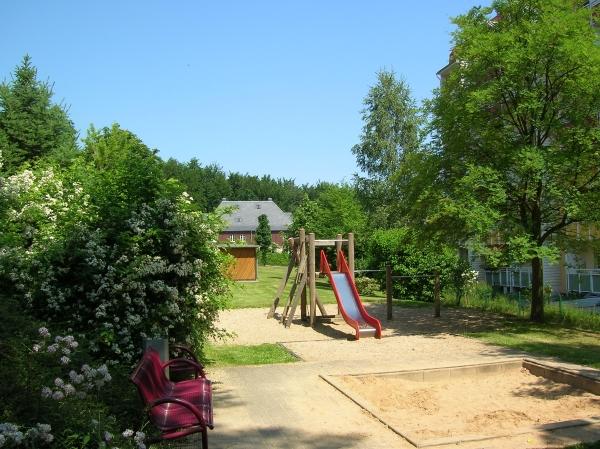 Spielplatz gleich hinter dem Haus