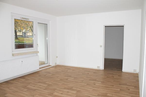 Wohnzimmer mit Blick zum Kinderzimmer