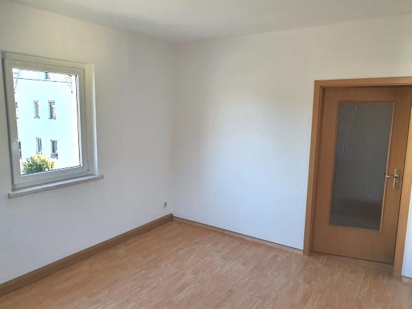 Wohnzimmer mit Blick zur Tür