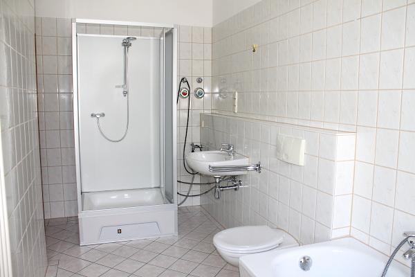 und zusätzlicher Dusche