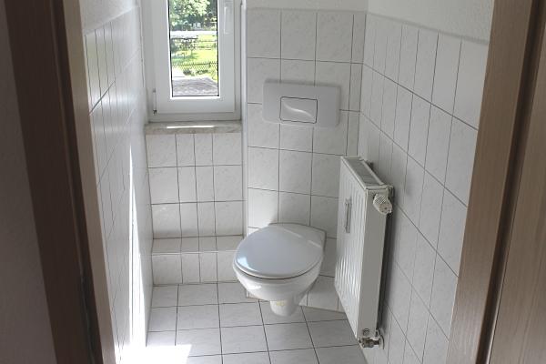 WC im sep. Raum mit Fenster