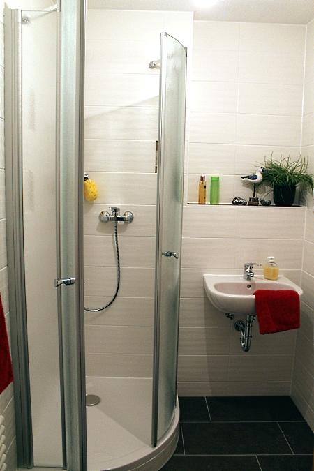 2. Bad mit Dusche